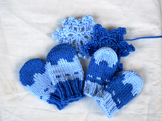 Knitting Pattern For Snowflake Mittens : Ravelry: Snowflake Thumbless Mittens pattern by Tomato 68