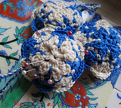 Azulejos_pincushion_crochet_1_small