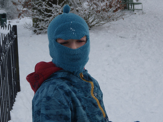 Snow_nativity_09_038_small2