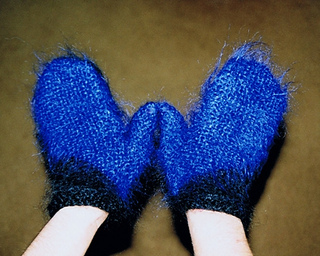 Blue_mittens_400h_small2