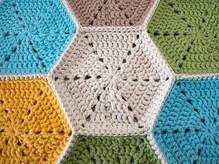 Marinke-hexagon-tablerunner-seamed-together_small2