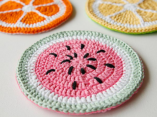Wink-crochet-fruity-pot-holders-finished-3_small2