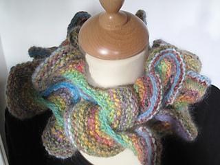 Ravelry: Curly Kochoran scarf pattern by Lee Heyes