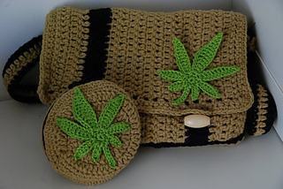 Free Crochet Pattern For Hemp Leaf : Ravelry: Marijuana leaf applique pattern by Ahooka Migurumi