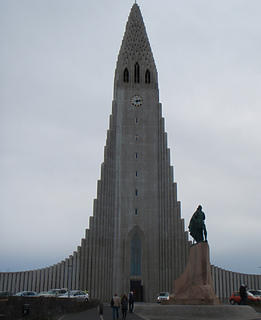 Icelandic_church_small2