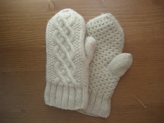 Aran_delight_mittens_0012_small2