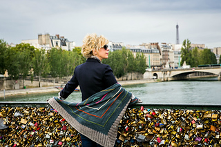 Paris_bees_me_lock_bridge_small2