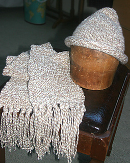 Mary_s_hat_and_scarf_small2