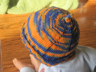 Gator_socks_hat_and_mittens_012_small2