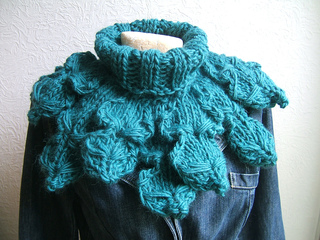 Sc126_giant_oak_leaf_neckwarmer_small2