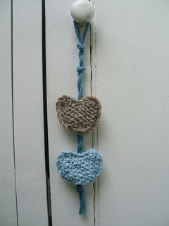 001_beach_hut_rustic_door_hearts_small2