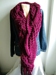 Giant_honeycomb_intertwined_scarf_small2