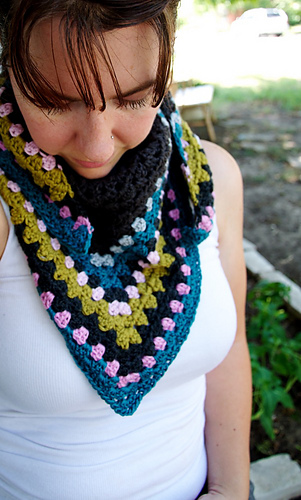 Granny_scarf_gray_2_medium