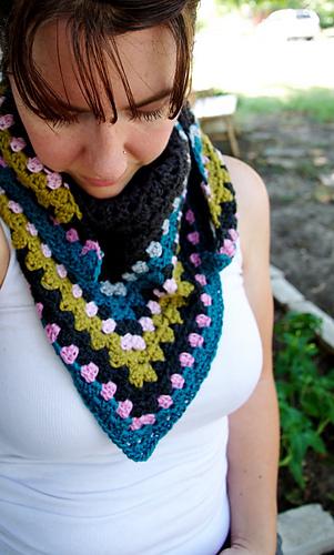 Granny_scarf_gray_2_medium