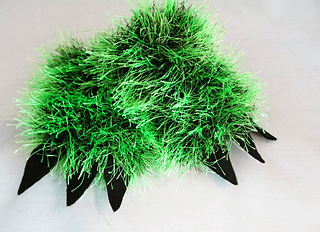 Hairy_monster_mittens_small2