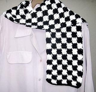 Checkerboard_20scarf_20black_small2
