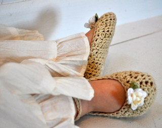 Baby_bella_shoes_close_up_small2
