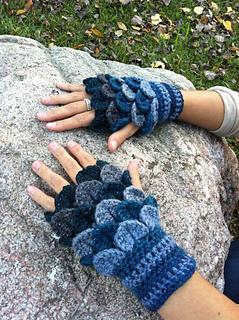 Ravelry: Crocodile-Stitch Fingerless Gloves 2! pattern by ...