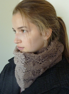Quince_lace_eyelet_cowl_029_small2