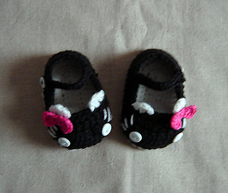 Kitty_shoes_cover_pic-_top_view_small2