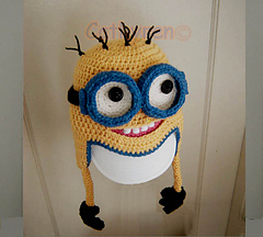 Minion_with_two_hands2-c_small