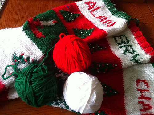 Knitted Christmas Stocking Patterns For Beginning : Synapsed Stuff: Knitting Vintage Christmas Stockings