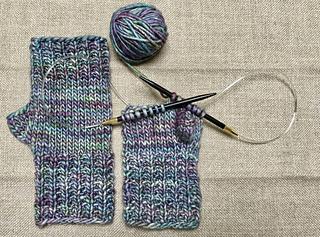 Fingerless Gloves Knitting Pattern Magic Loop : Ravelry: Magic Loop Fingerless Mitts pattern by Chiaki Hayashi