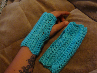 Ravelry Knitting Pattern Central : Ravelry: Wooly Wrist Warmers pattern by Deneen St Amour