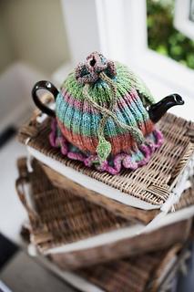 Ruffled-tea-cozy2_small2