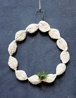 Knitted-wreath-holiday-2014-01_small2