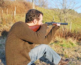 Hunter_mens_taking_aim_small2