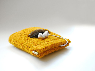 Knitted_iphone_case_small2