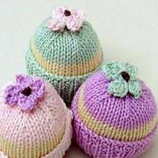 Cupcake Knitting Pattern Easy : Ravelry: Cupcake Fairy Cake pattern by Garden Knits