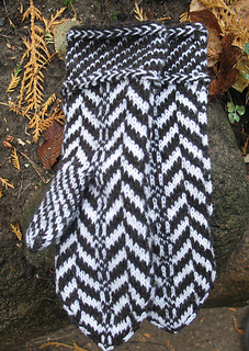 Lithuanian Knitting Patterns : Ravelry: Traditional Lithuanian Pattern Mittens pattern by Sonata Eidikiene