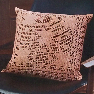 Quilt_block_filet_pillow_styled_small2