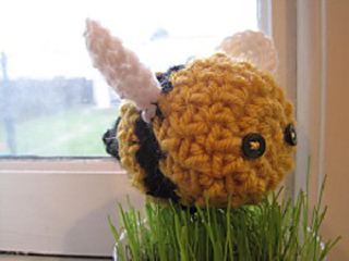 Crochet_bumblebee_small2