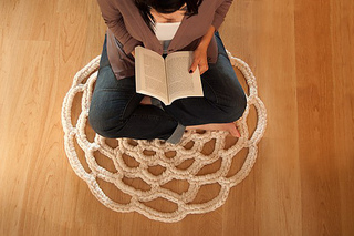 Daintyloops_doily_rug2_small2