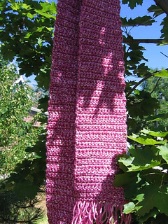 Simple_crocheted_scarf_rose_on_tree_small2