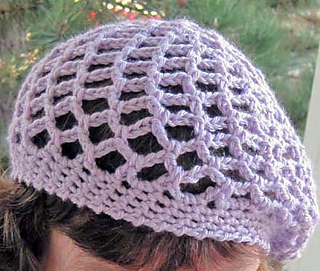 Graceful_soft_mesh_beret_on_k_front_4_fix_small2
