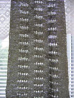 I_just_want_to_knit_shawl_on_window_small2