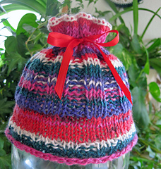 Coral_reef_baby_hat_in_sock_yarn_1_small