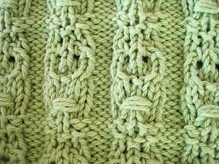 Crocodile_tiki_dishcloth_lt_green_closeup_tiki_small2
