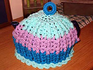 3-color_cluster_cable_tea_cozy_small2