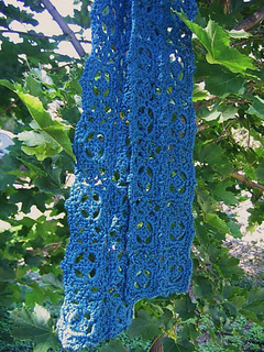 Old_world_scarf_in_tree_small2