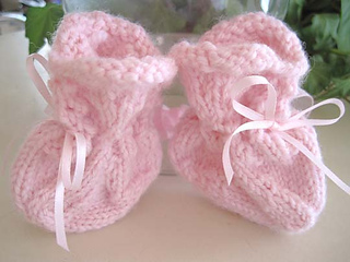Scalloped_lace_baby_socks_pink_for_set_small2