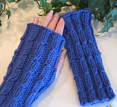 Twist_mitts_blue_pair_2_small