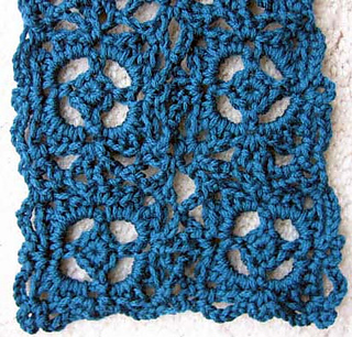 Old_world_scarf_closeup_swatch_small2
