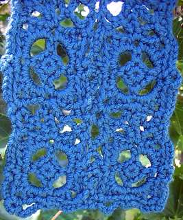 Old_world_scarf_end_on_tree_small2