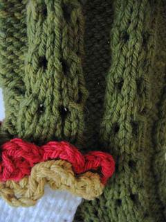 Ruffled_lace_christmas_stocking_closeup_of_stitches_small2