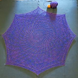 Queen_aubrey_s_lace_shawl_round_100_small2